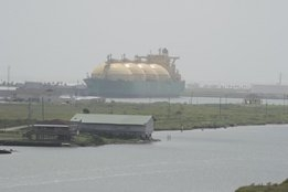 """GHG Savings of Only 6% Makes LNG Bunkers a """"$22bn Distraction"""" for EU Shipping, New Study Insists"""