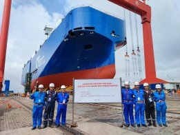 UECC's Second Hybrid LNG-Battery Car Carrier Launches in China