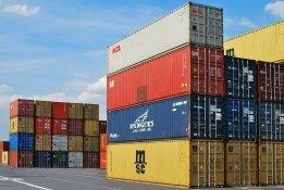 Maersk Halts Spot Bookings on Suez Blockage Backlog