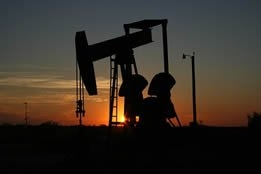 Oil Prices Down Due to U.S. Inventory Build, Amid Signs of Further Output Increases
