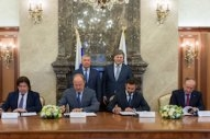 Rosneft and Sovcomflot Ink Agreement for Five LNG-Powered Aframax Tankers
