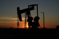 Crude Drops Moderately But Bearish Sentiment Seen as Retreating